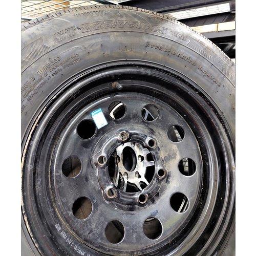 Unbranded Tire w/ Wheel 225/75/15 6 Lug Steel