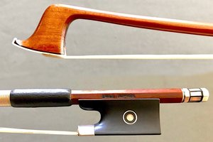 EMILE DUPRÉE round, flamed Pernambuco silver & ebony violin bow, 62 g. GERMANY