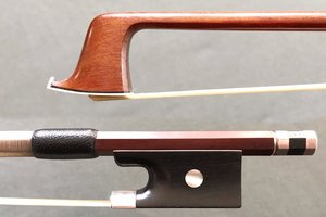 Unbranded violin bow, ebony / silver, possibly French