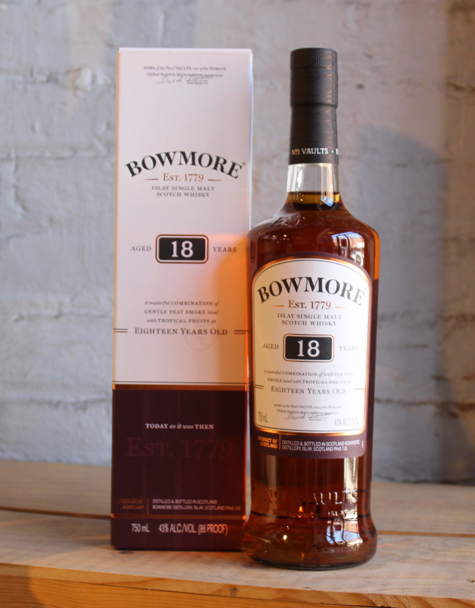 Bowmore 18yr Single Malt Scotch Whisky - Islay, Scotland (750ml)