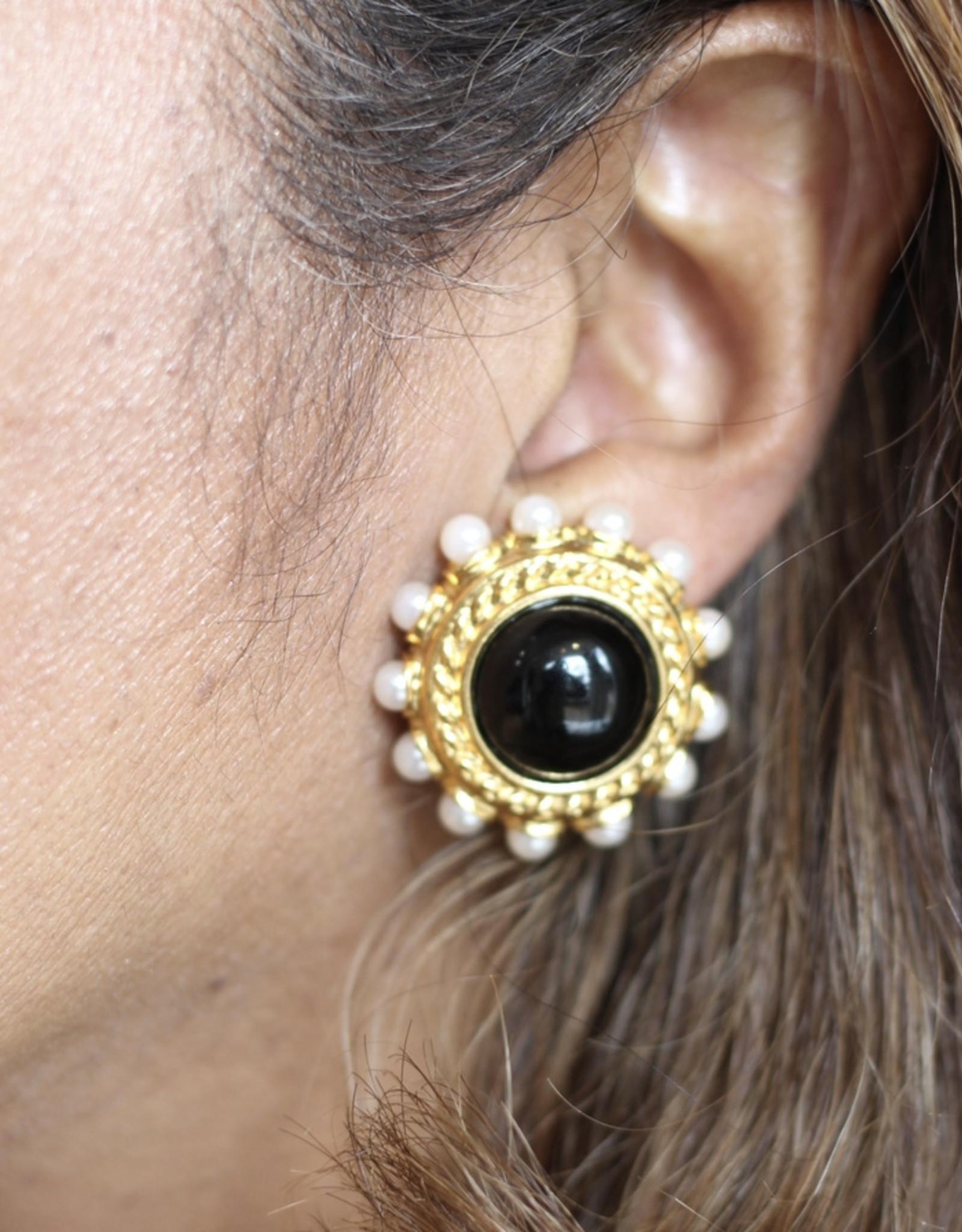 Ben-Amun 18128x- Gold Stone Pearl Button Earring w/ Onyx Center