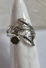 Peridot Ring with Leaves ~ Size 6.5