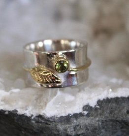 Peridot Ring w/ Leaf ~ Size 8