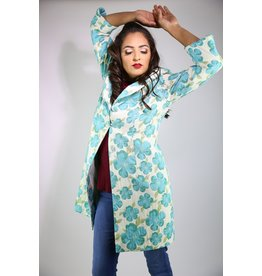 1960's Plus Size White & Blue Floral Housecoat
