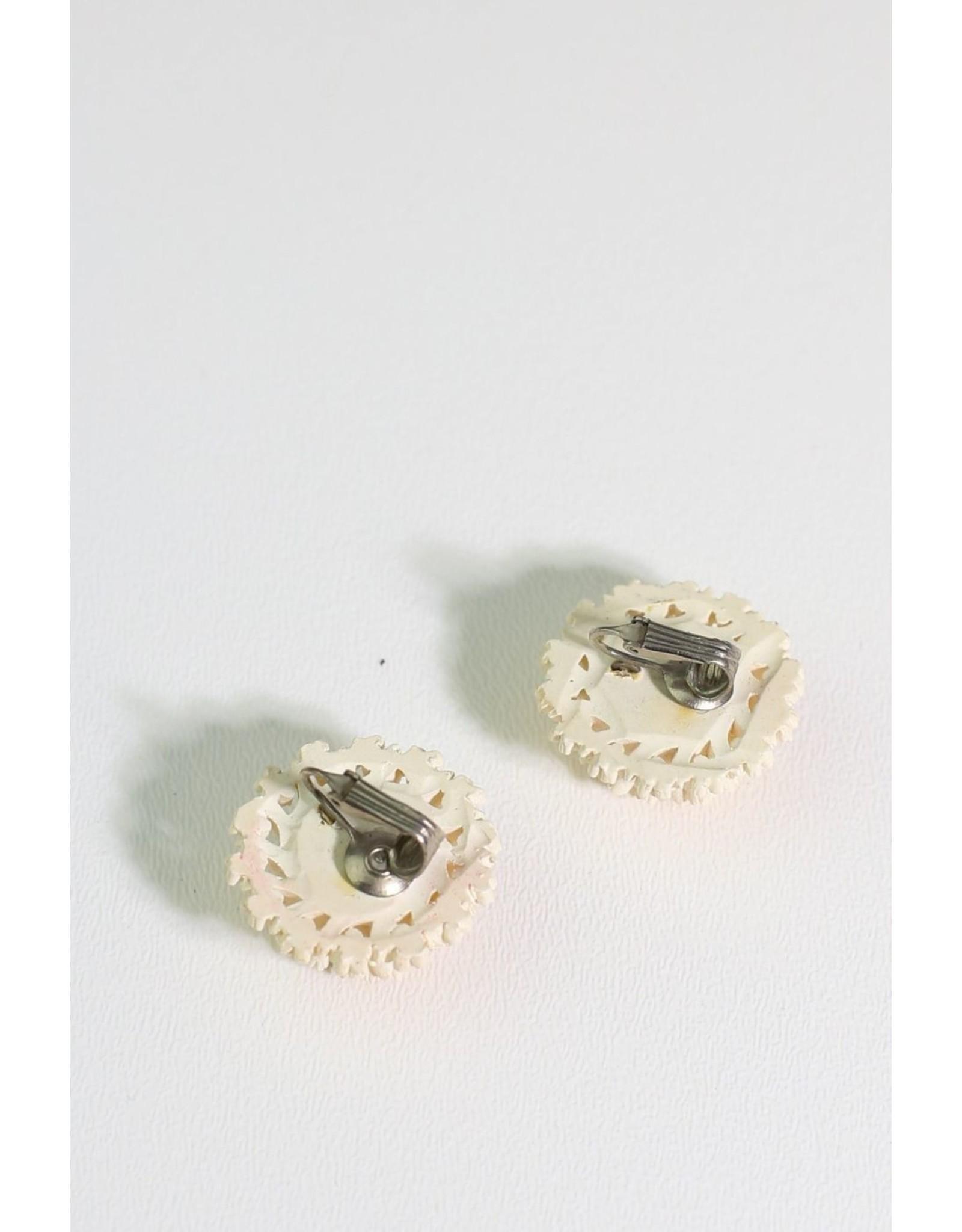 1960's Ivory Flower Resin Earrings