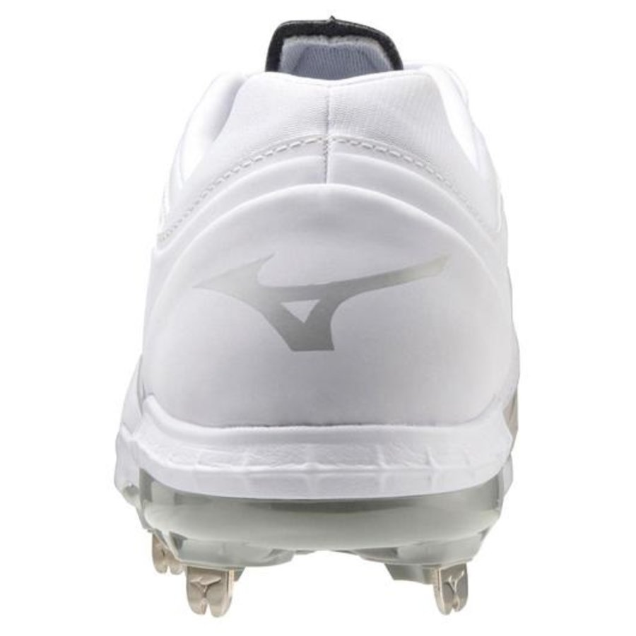 Mizuno Sweep 5 White Metal Fastpitch Cleat