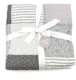 Stephan Baby Gray Straight Boy Quilt