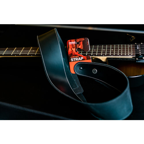 """D'Addario 2.5"""" Classic Leather Guitar Strap - Black with Contrast Stitch"""