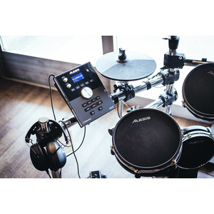 ALESIS Alesis Command Mesh Kit Electronic Drum Kit