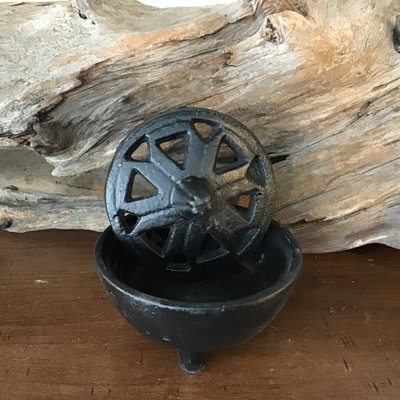Cauldron with Cut out Lid