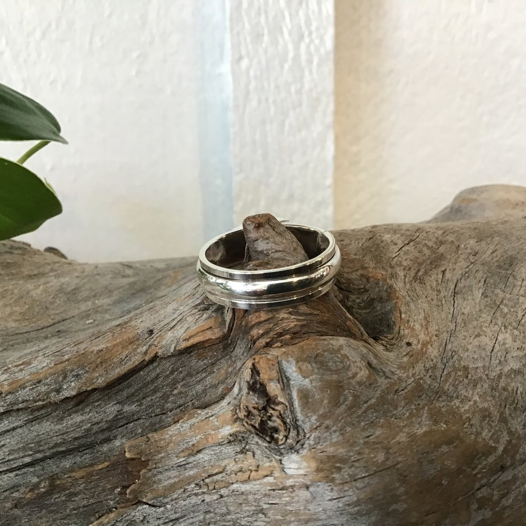 Lined Ring Size 11
