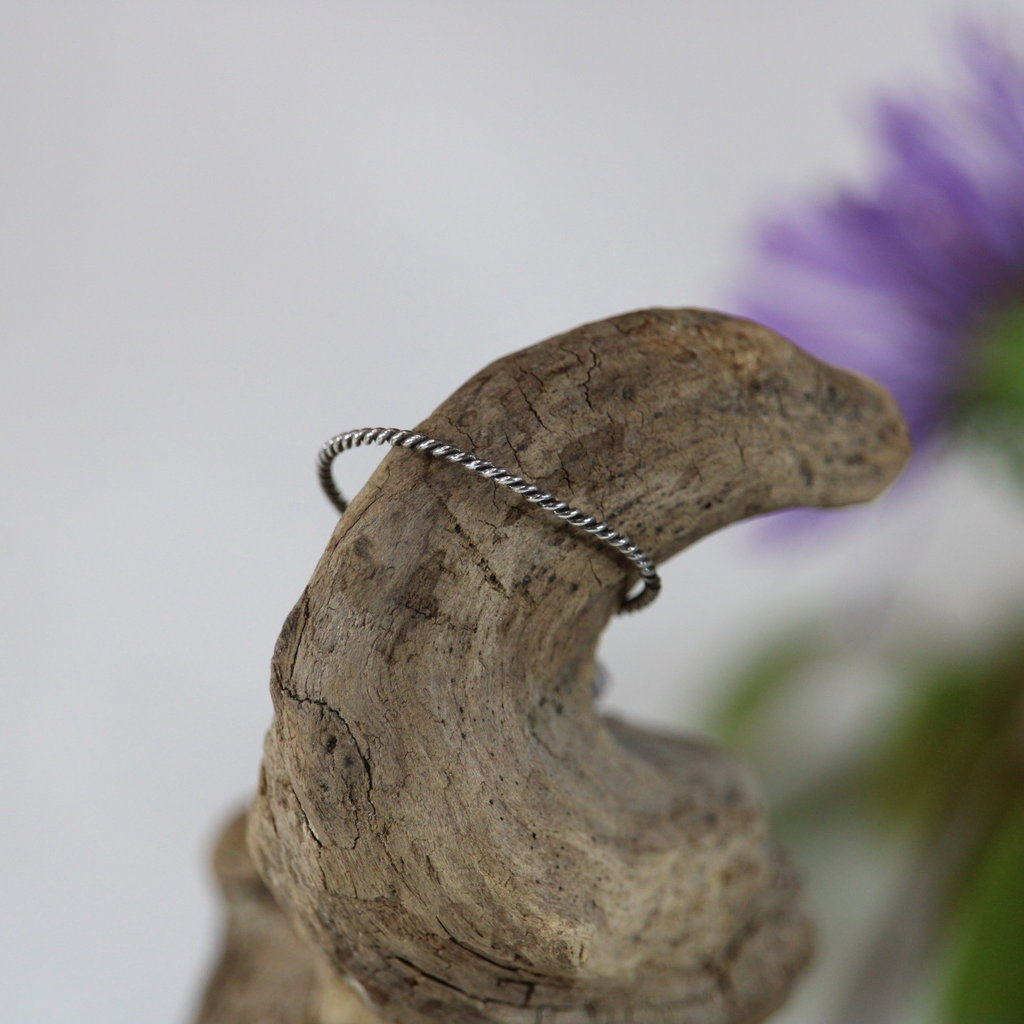 Light and Dark Twist Silver Ring Size 6