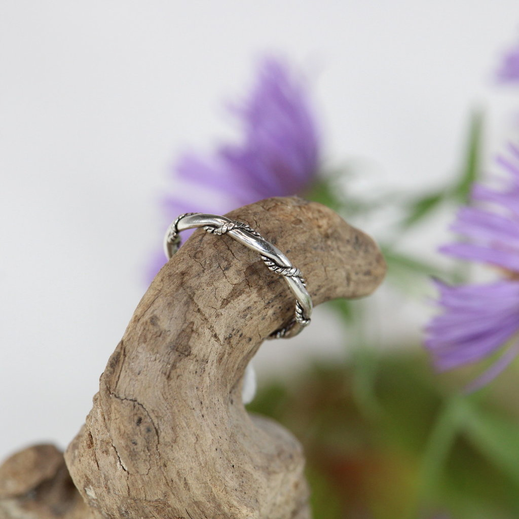 Rope Wrapped Around Band Silver Ring Size 5