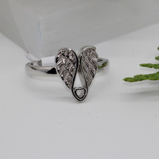 Angel Wings with Heart Silver Ring Size 6