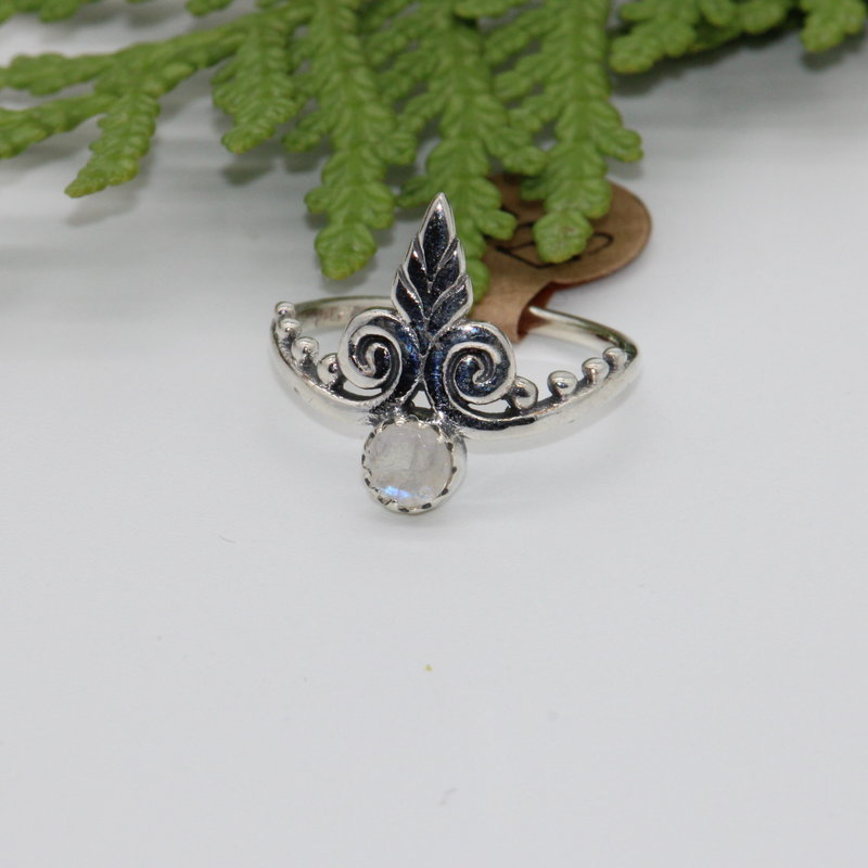 Rainbow Moonstone with Leaf Silver Ring Size 5