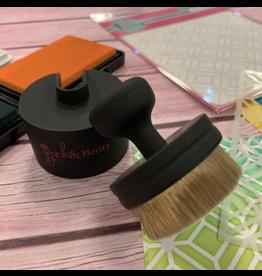 pink & main Ergonomic Blender Brush