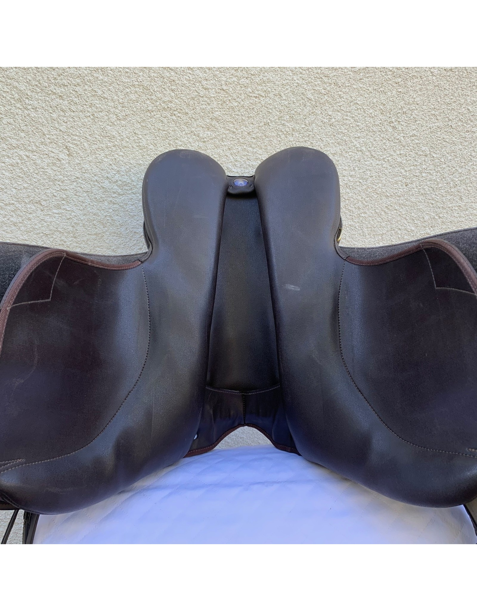 """Wintec Wide All Purpose Brown Saddle 18"""" 3XW Gullet installed"""