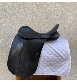 "County Connection Dressage Saddle 17.5"" Medium Wide"
