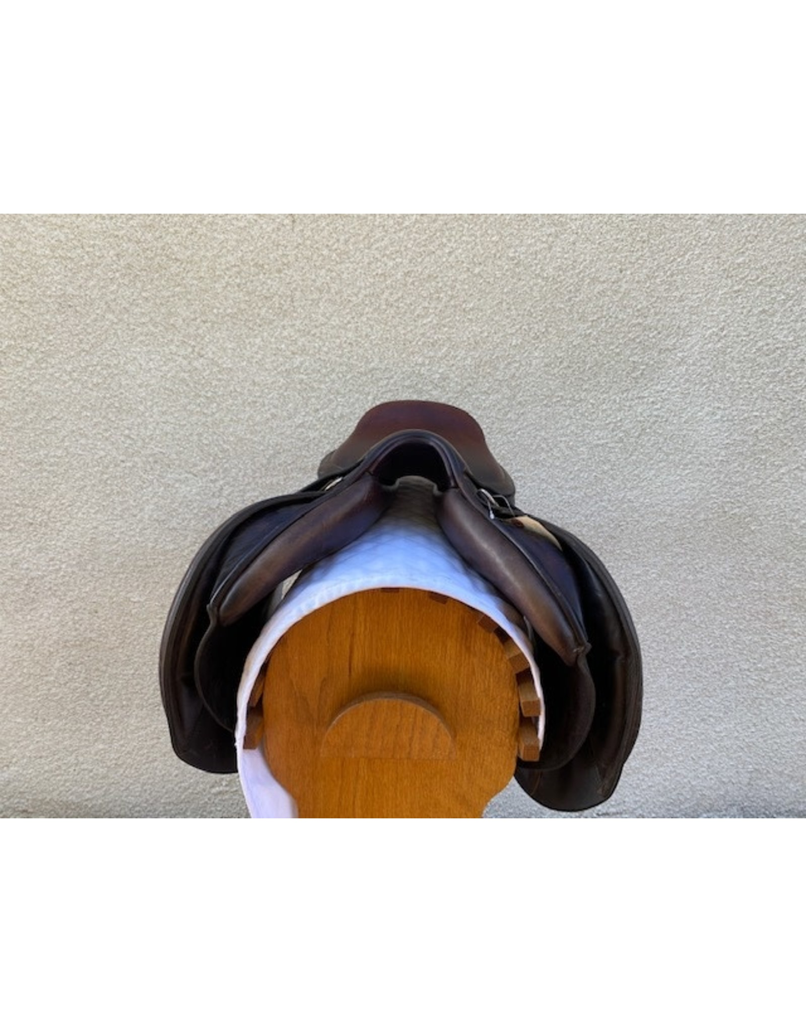 "English Jumping Saddle 18"" Seat Medium-Narrow Tree"