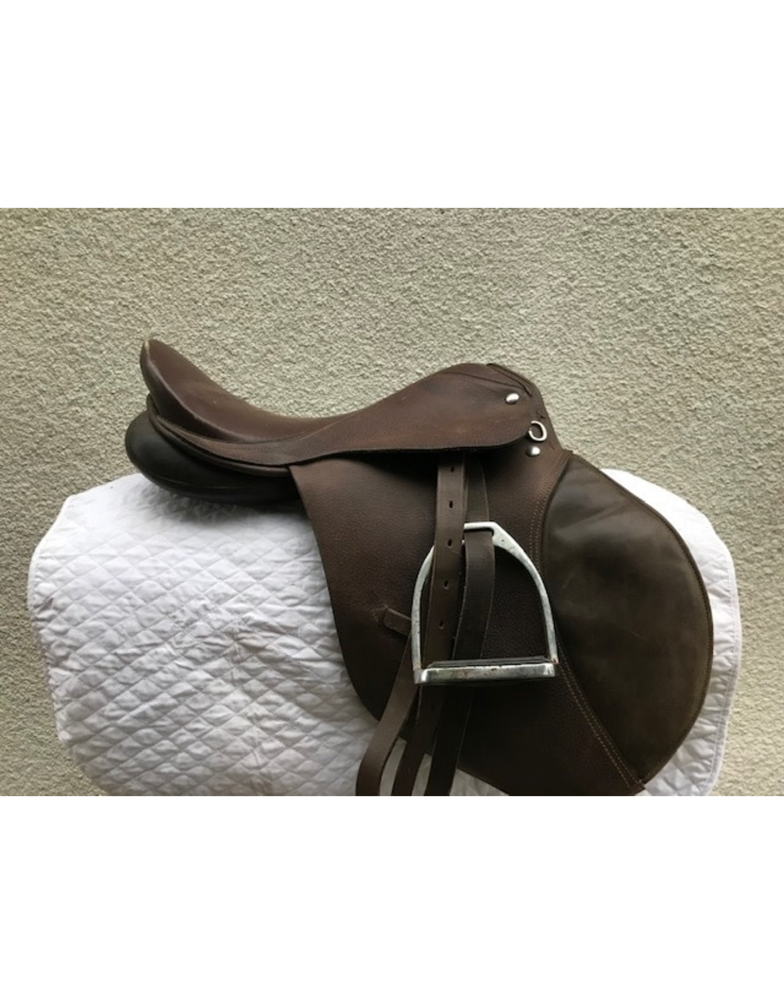 """English AP 16.5"""" Wide Tree with Leathers and Irons"""