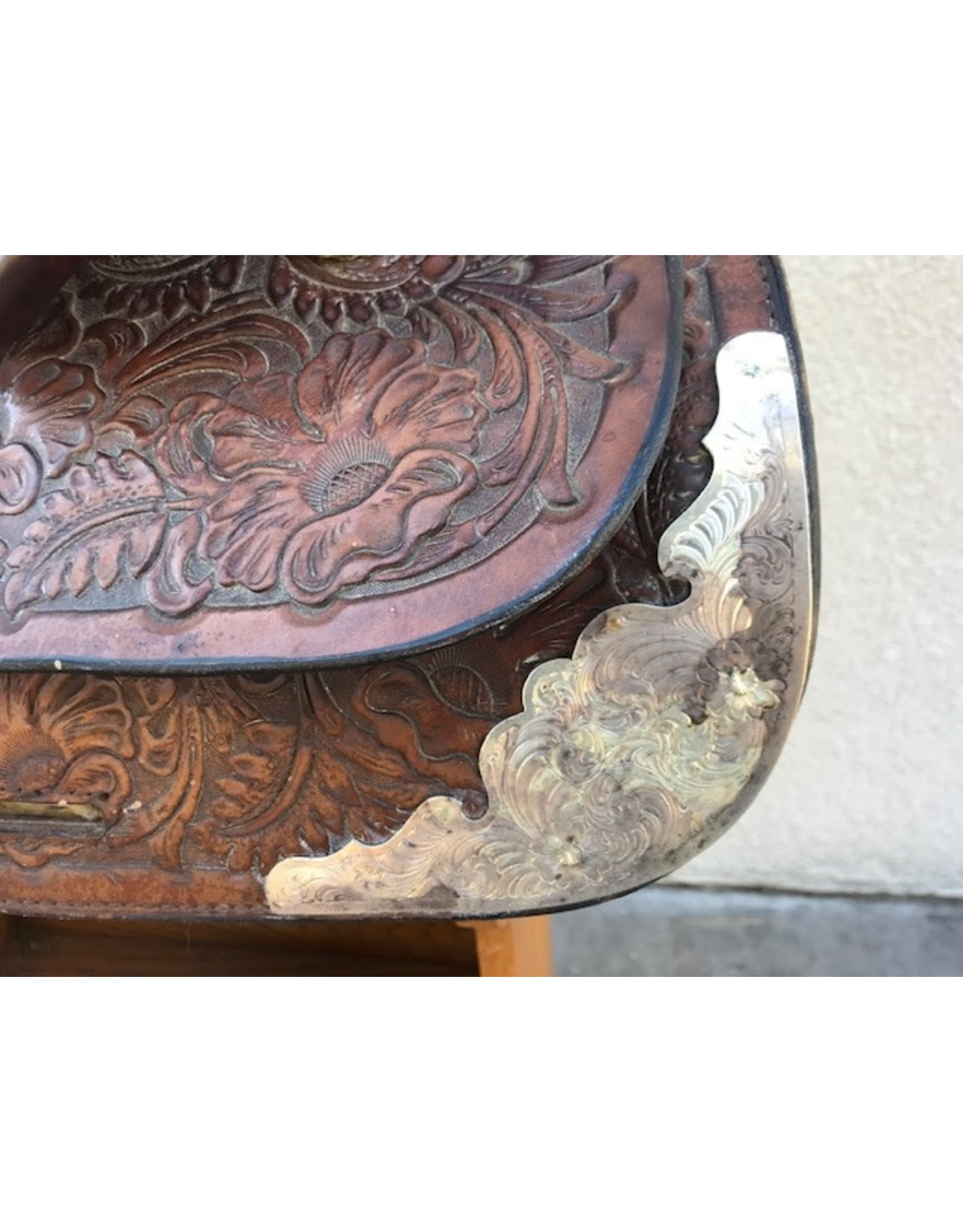 TexTan Saddle with silver & breastcollar
