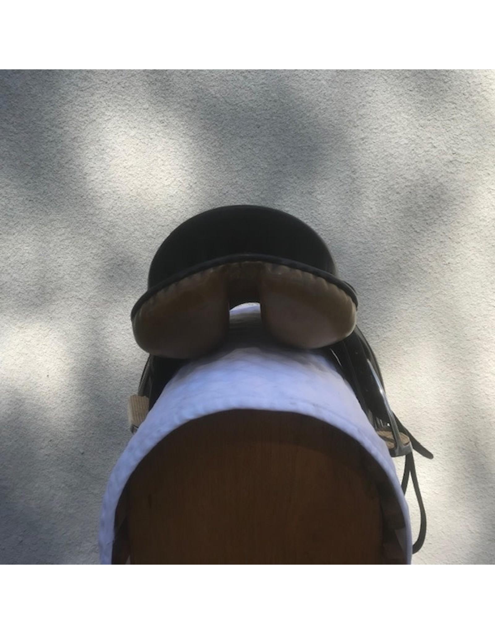 "Tony Slatter 17"" Med with stirrups and leathers"