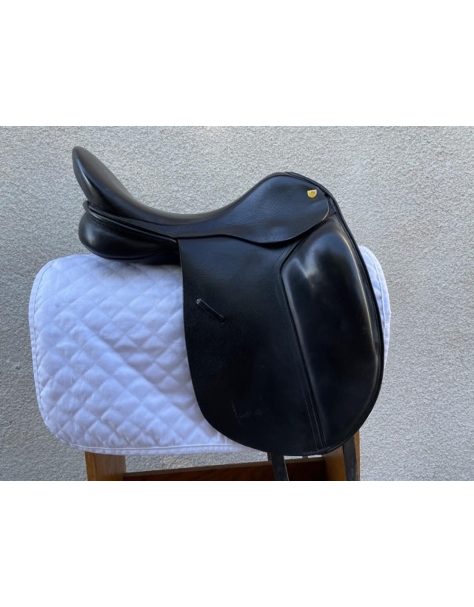 "Revere Dressage Saddle 17.5"" W"