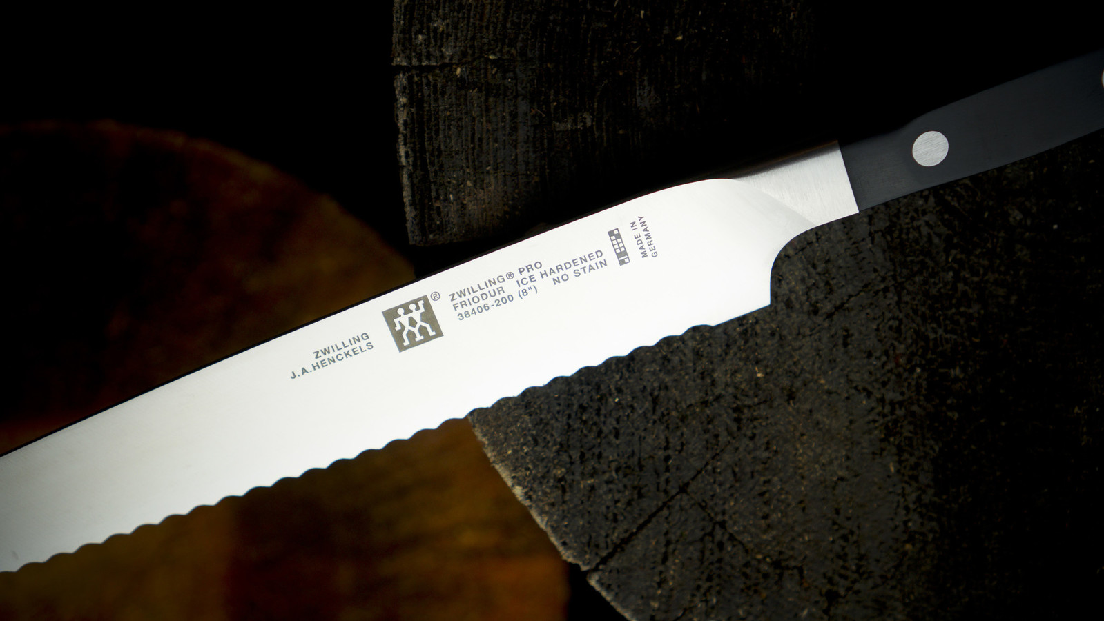 Zwilling Zwilling Pro 9-Inch Bread Knife