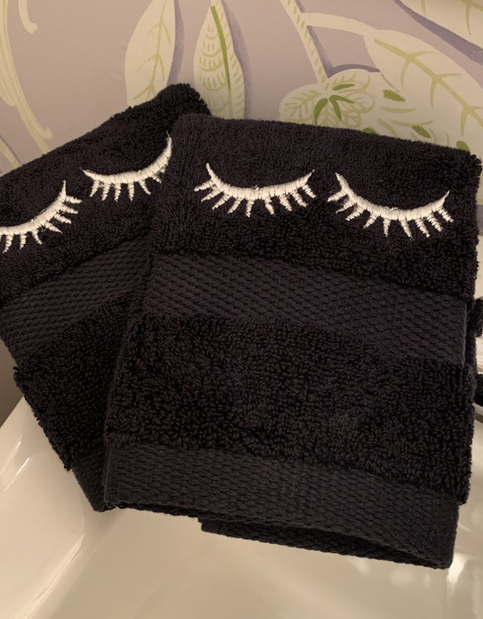 SOUTH Black Eyelash Wash Cloth