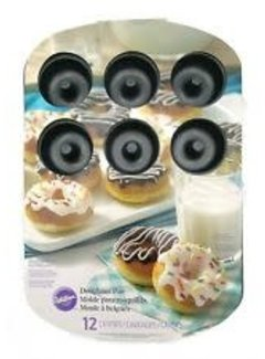 Wilton 12 Cavity Medium Doughnut Pan