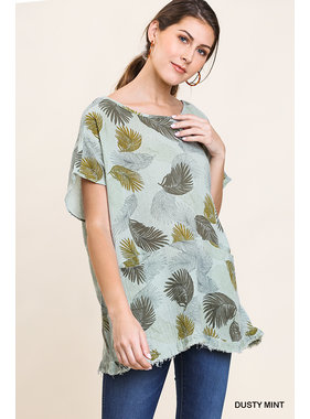 Umgee Linen blend leaf print short sleeve round neck top with front pockets