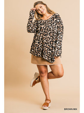 Umgee Animal print l/s round neck scoop hemline top