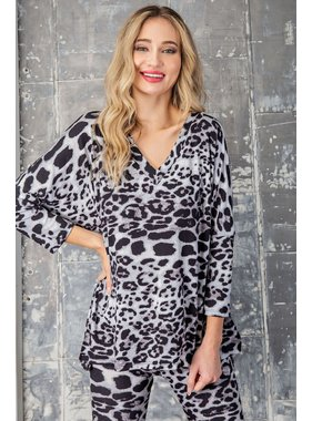 eesome usa Leopard print v-neck top
