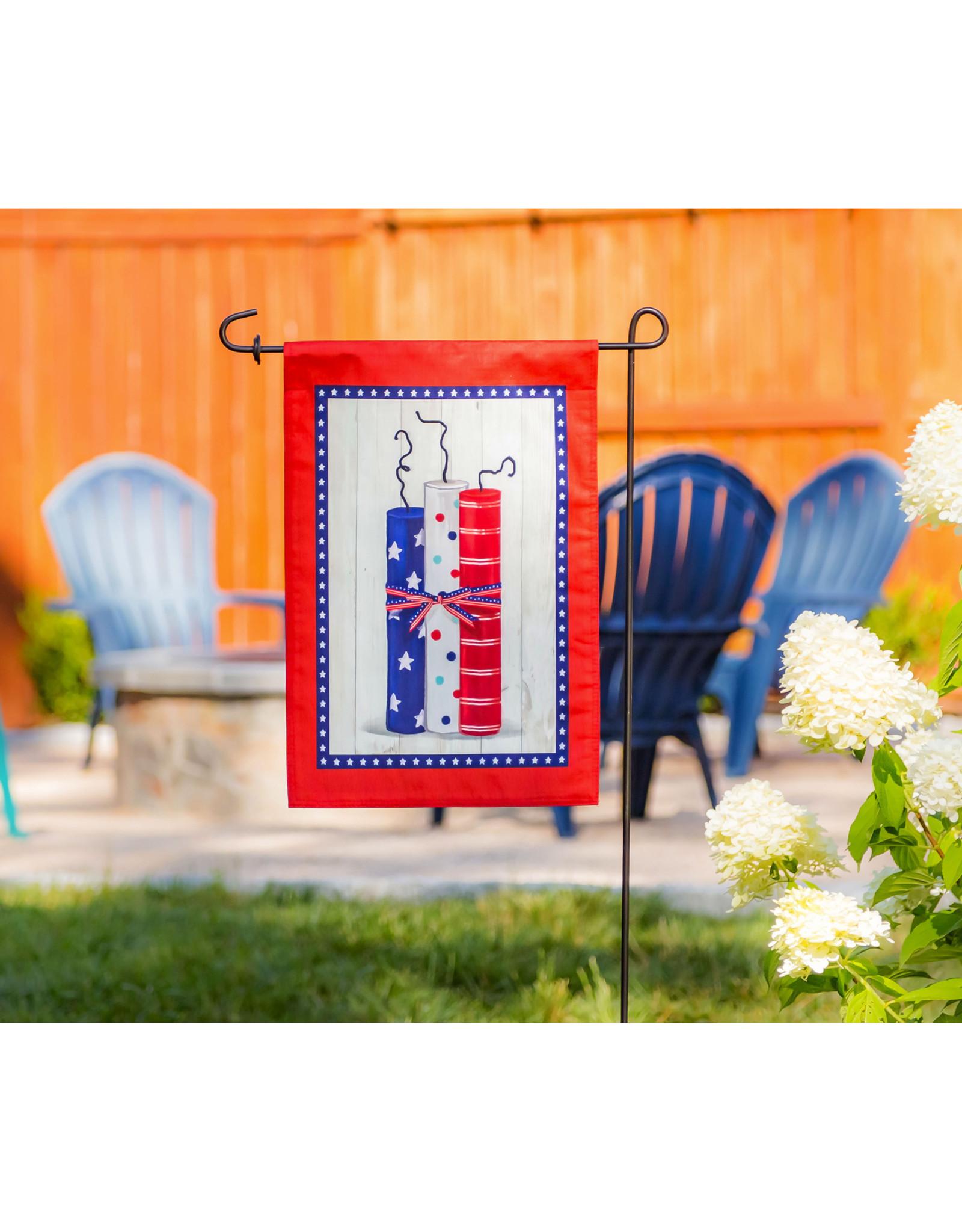 Evergreen Enterprises Americana Firecrackers Garden Strié Flag