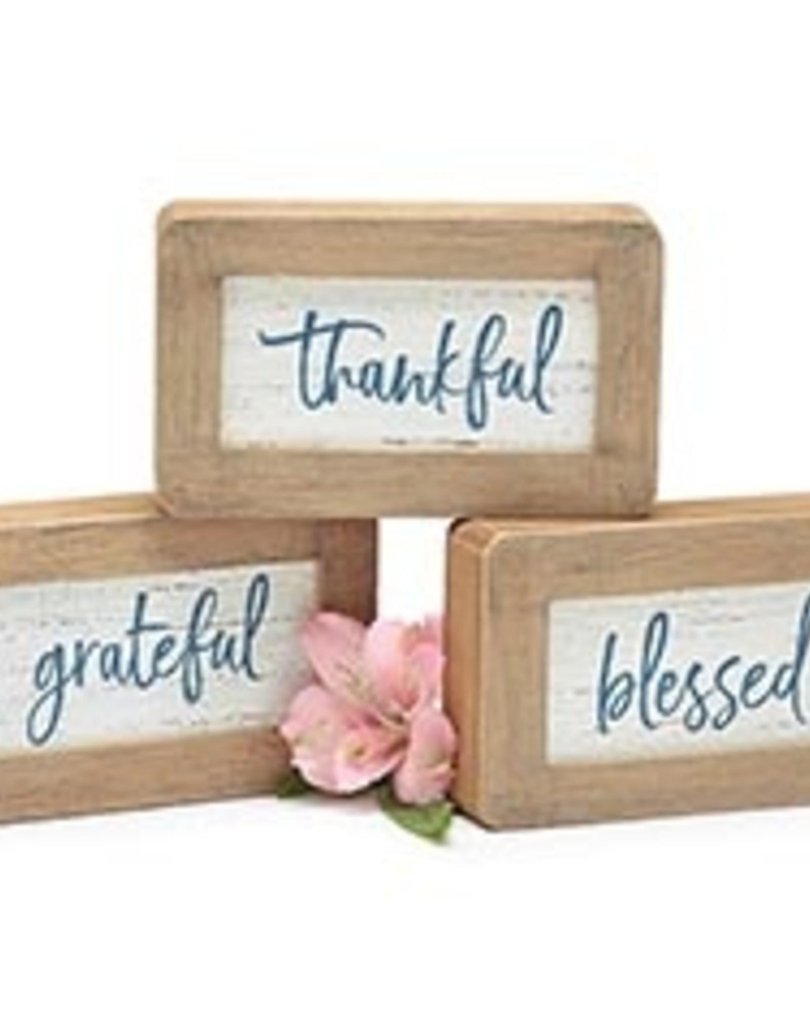 Wink Shelf Sitter - Thankful