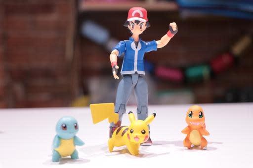 Set Pokemon Figures in Box Ash Pikachu Charsard Squirtle