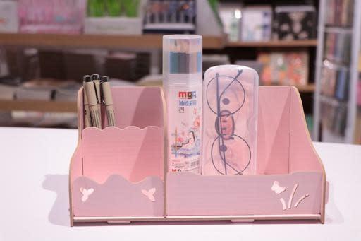 DIY Makeup Storage 25