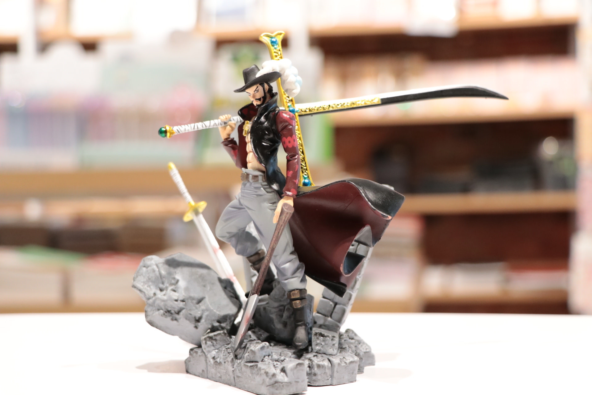 Dracule Mihawk One Piece w/Two Swords
