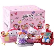 Hello Kitty Dress Up in Style Statue