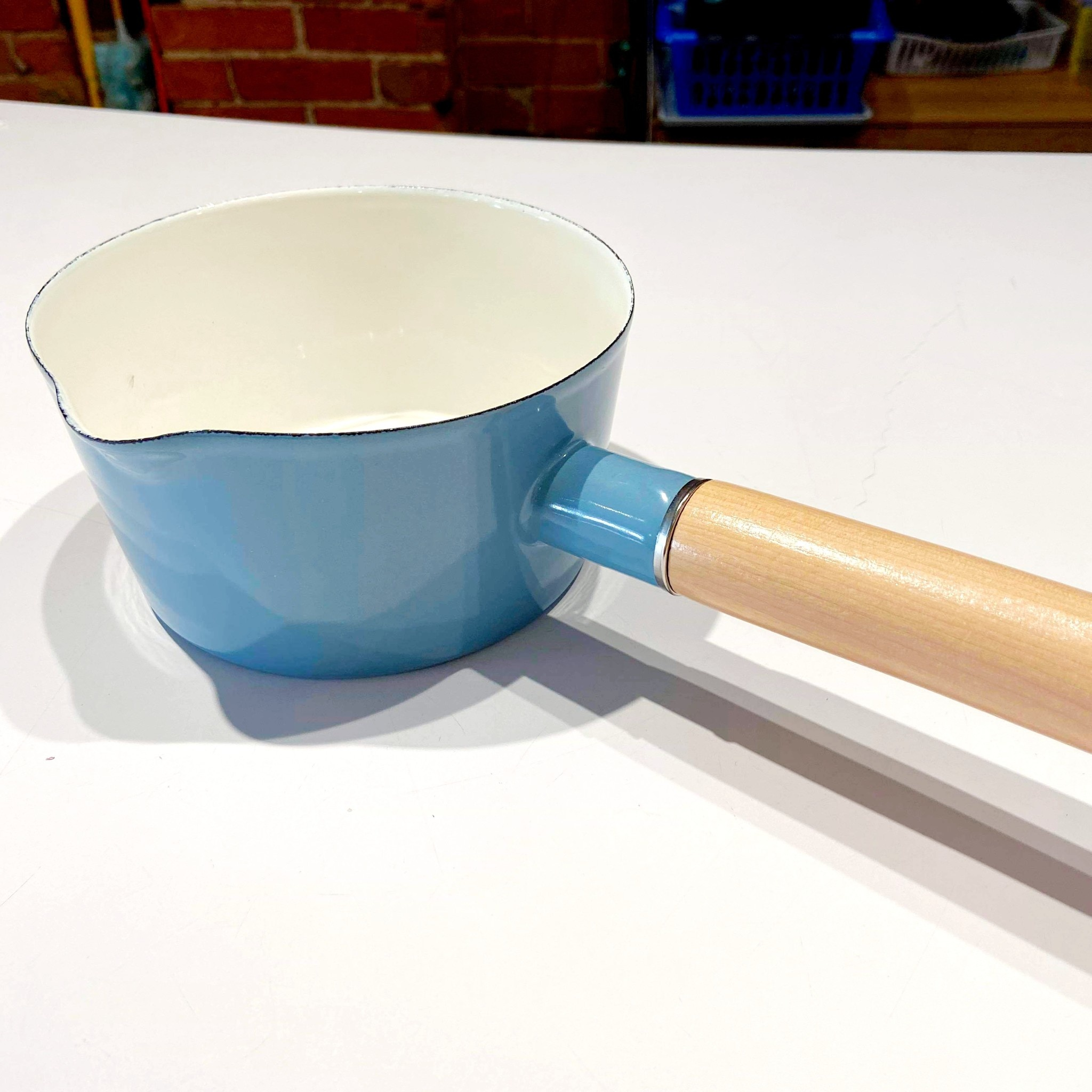 15cm Blue Pot with Wood Handle