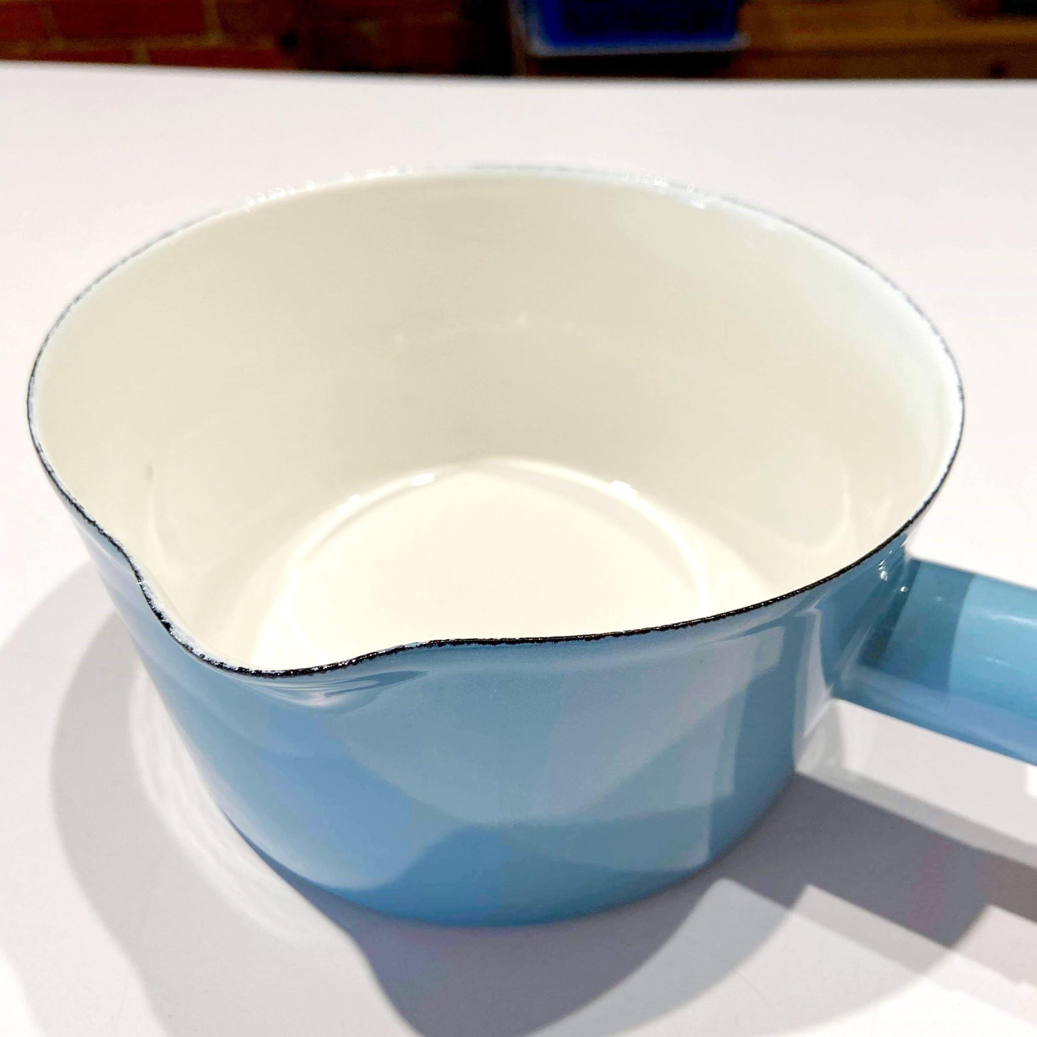 15cm Blue Pot with Wood Handle
