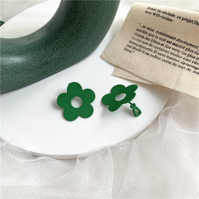 Green Hole Daisy Clip On Earring