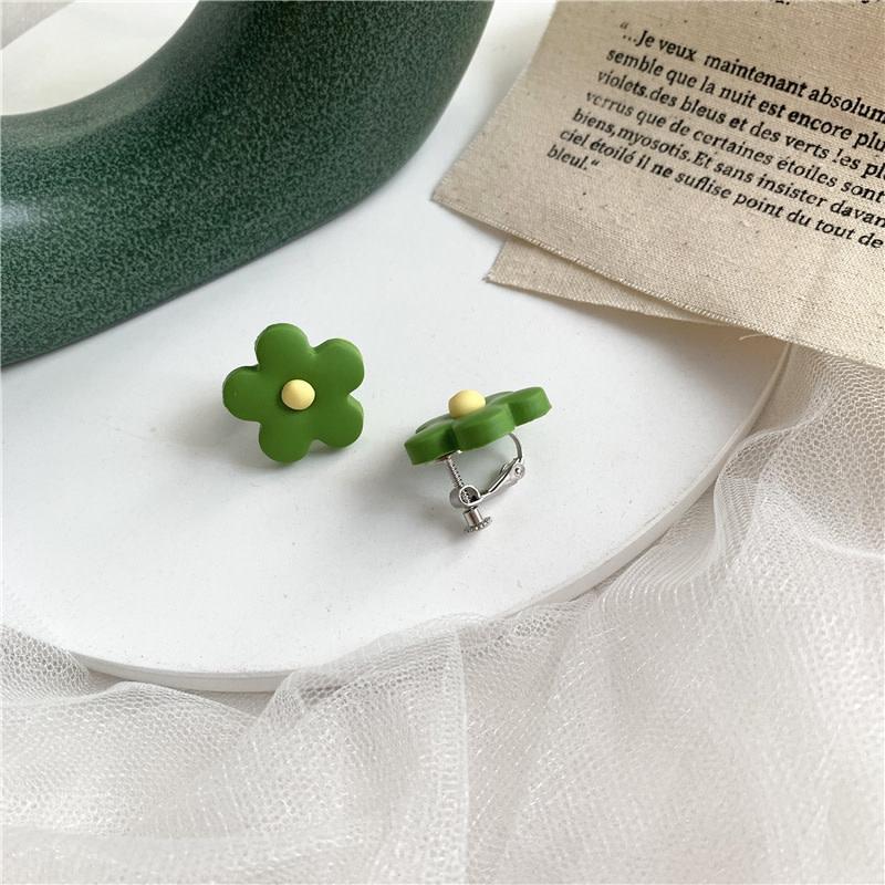 Small Daisy Clip On Earring