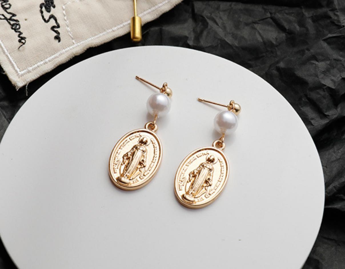 Saint Pearl Earring