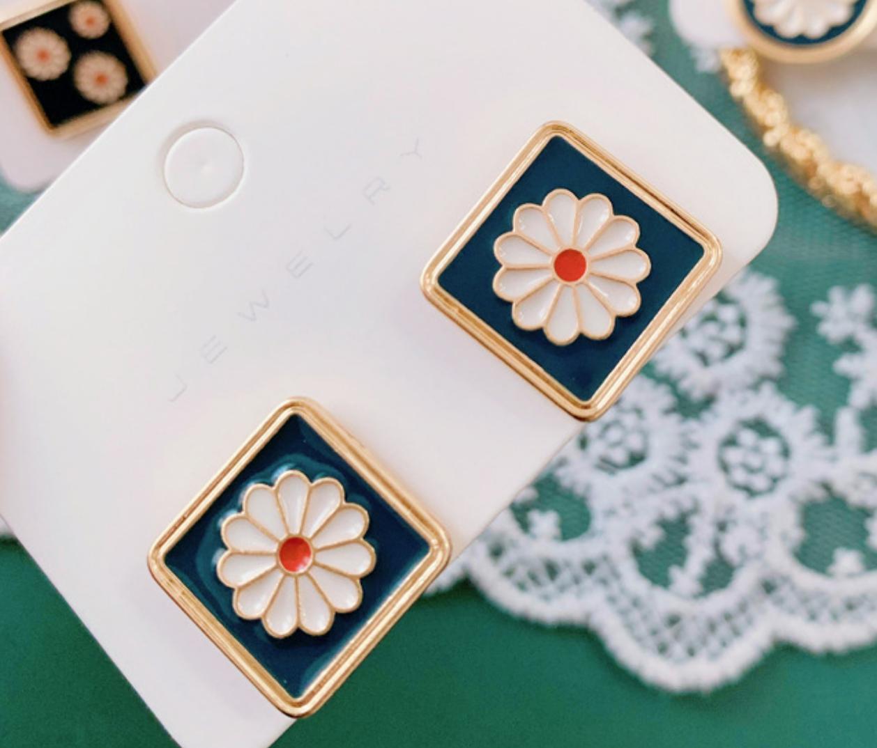 Green White Flower Square Earring