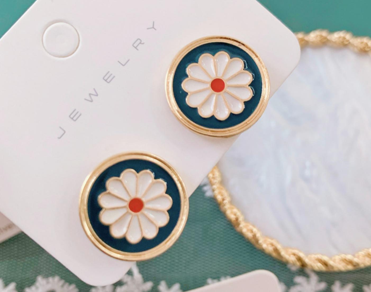 Green White Flower Circle Earring