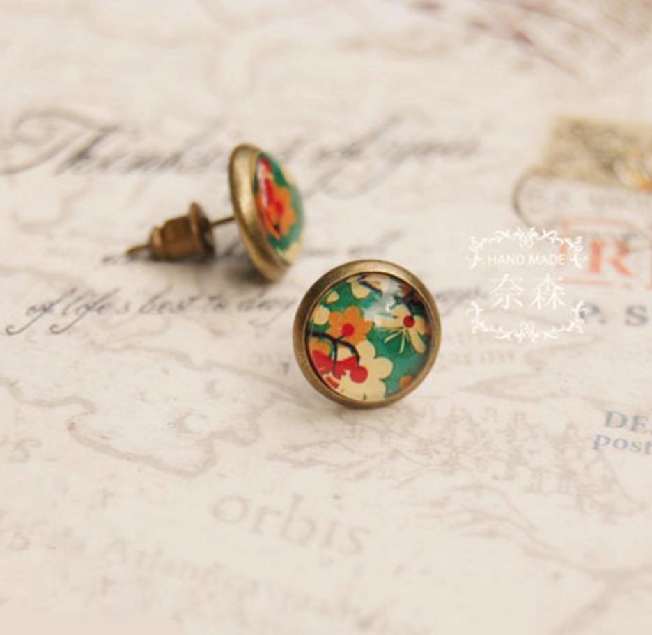 White/Red Flowers on Green Earring