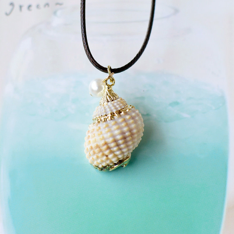 Beige Patterned Shell Necklace