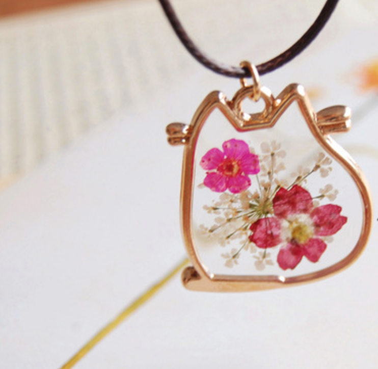 Chubby Cat Pressed Flowers Necklace