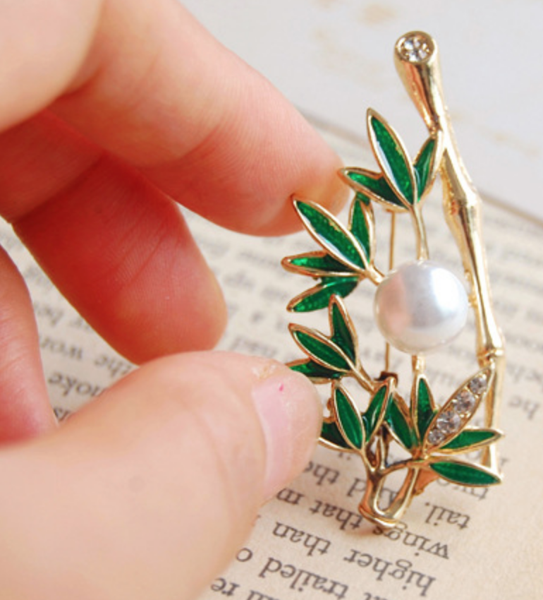 Bamboo Leaf with Pearl Pin